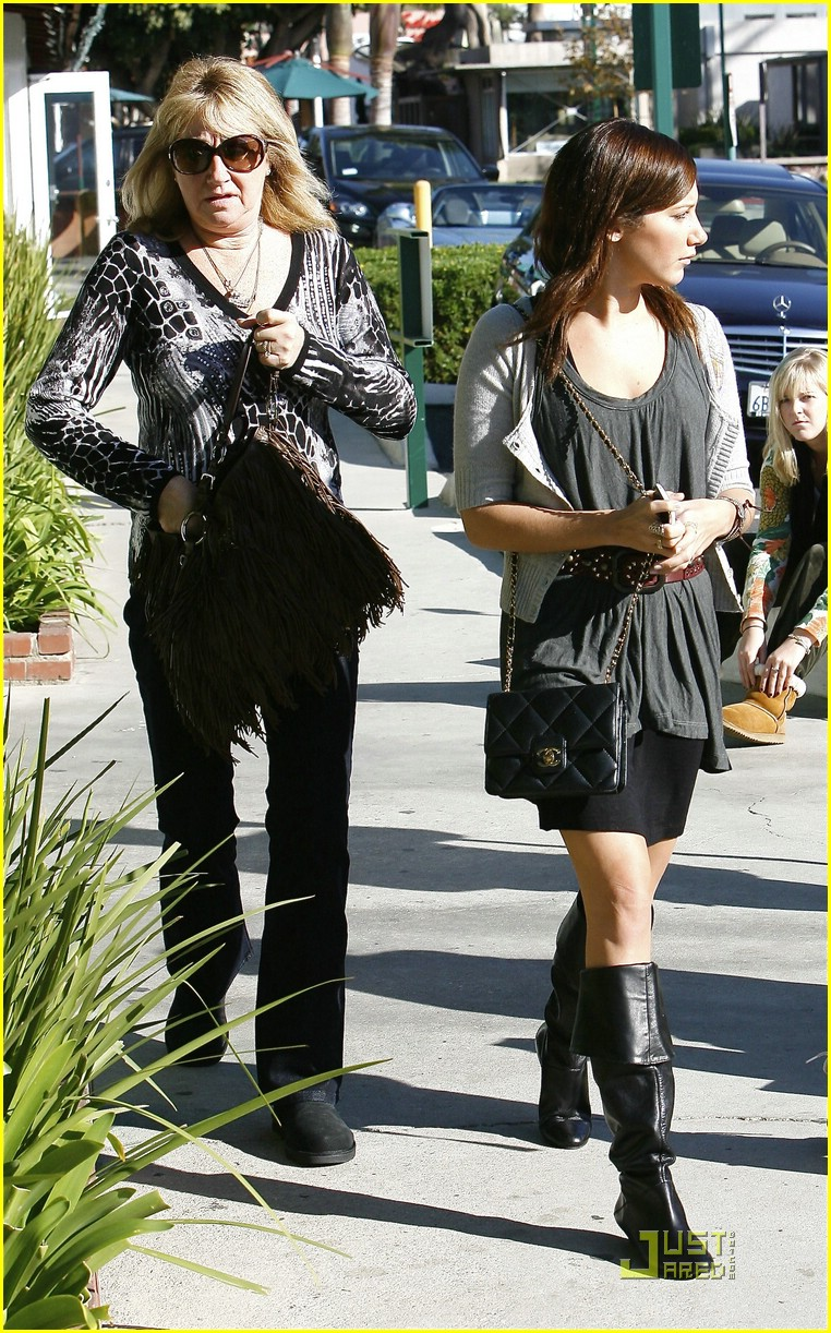 ashley tisdale shop malibu 02