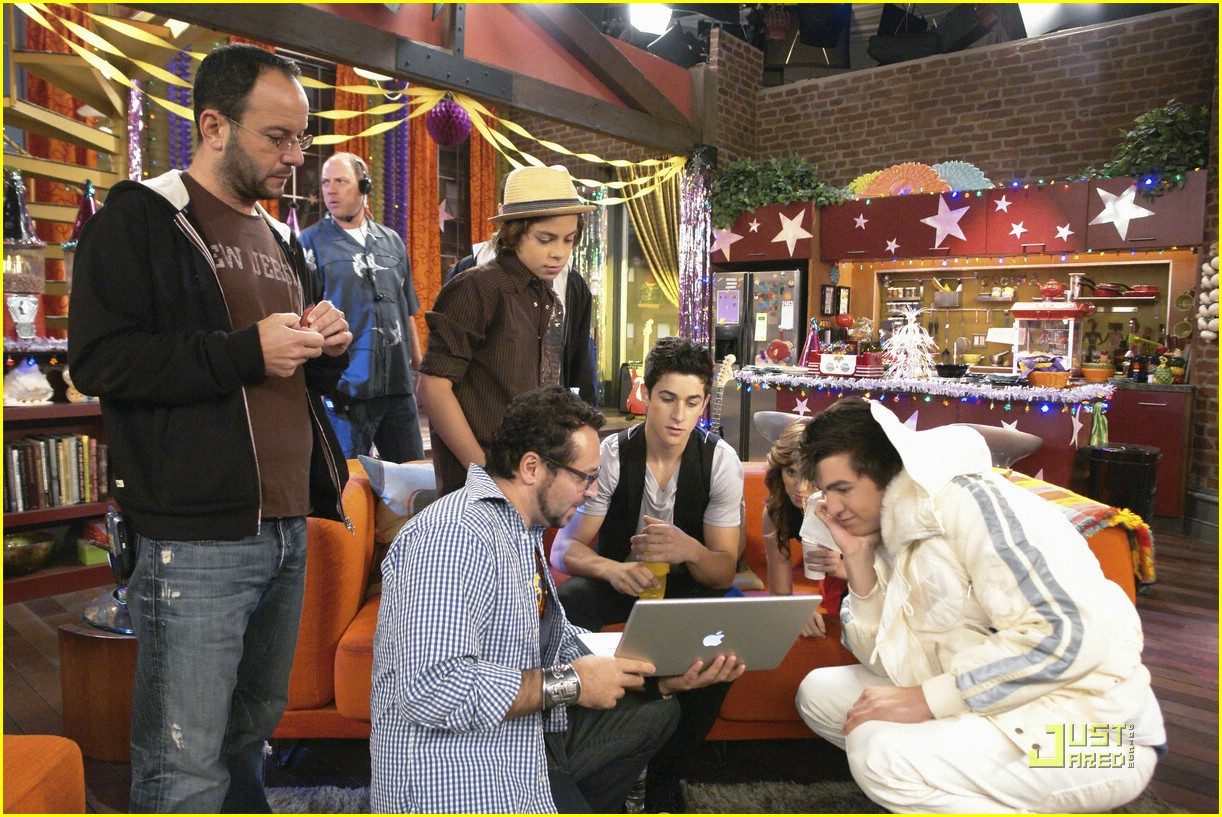 wizards waverly place totally new year 06