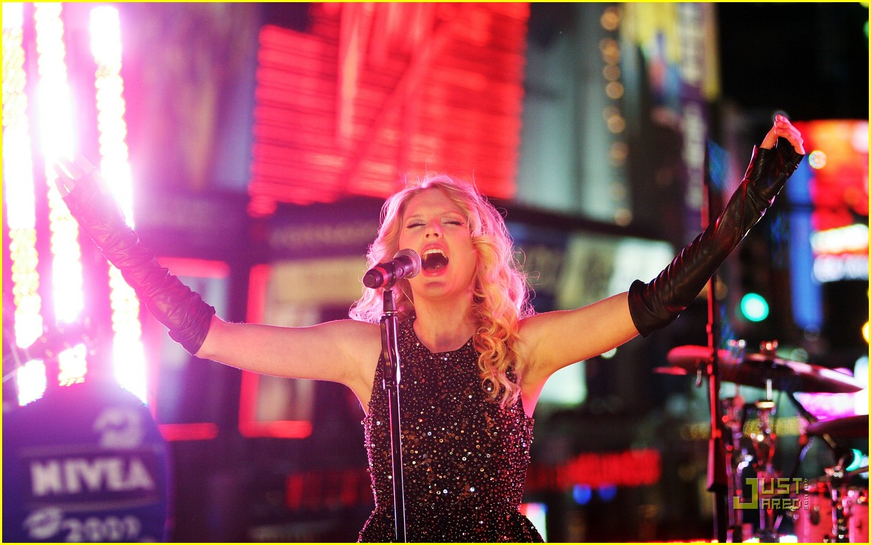 taylor swift new year eve 22