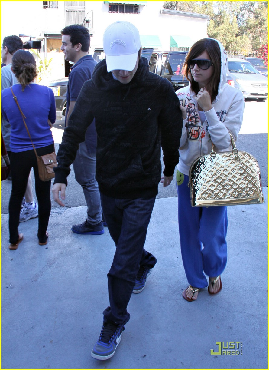 ashley tisdale jared studio cafe 15