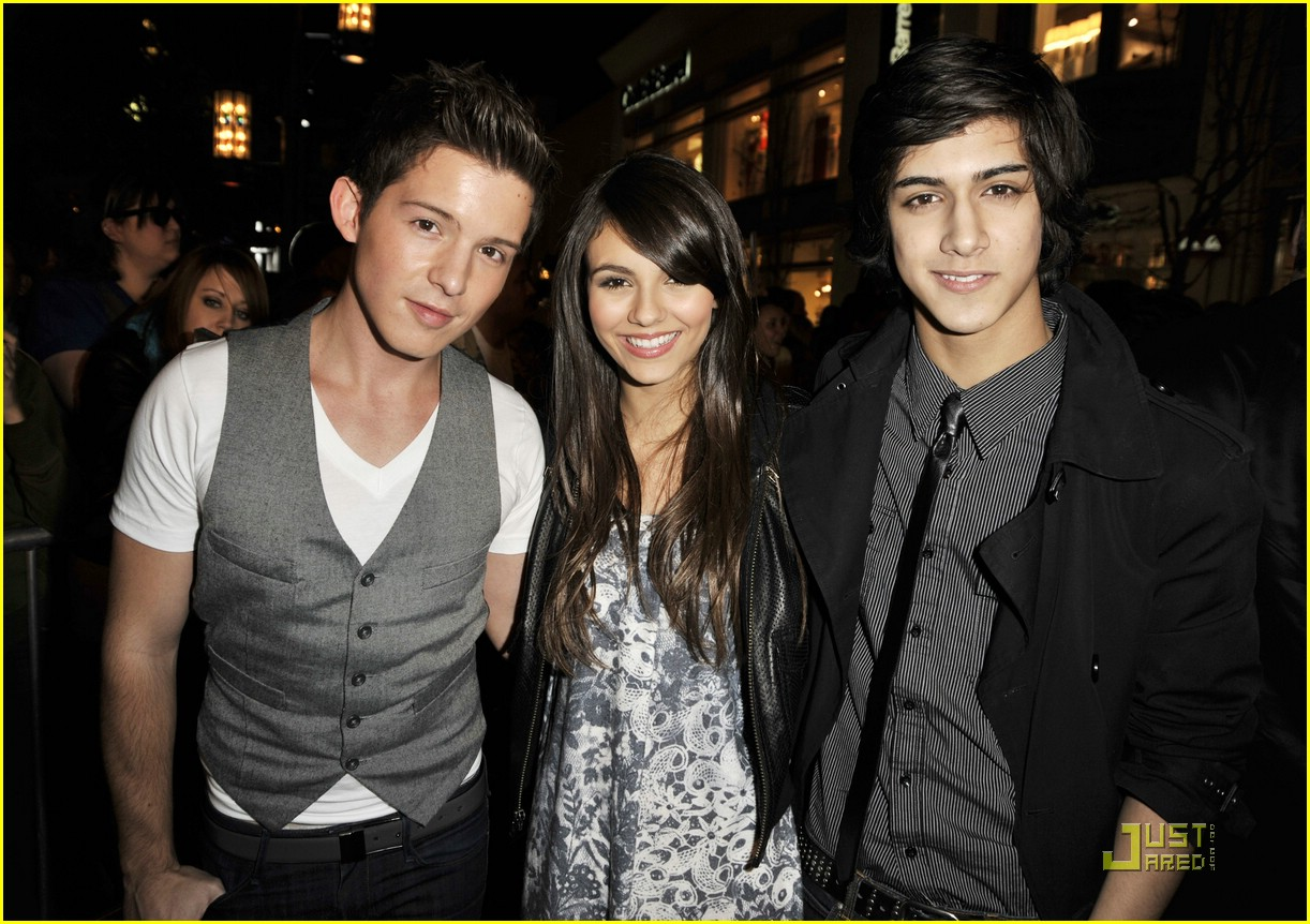 victoria justice hotel dogs premiere 04