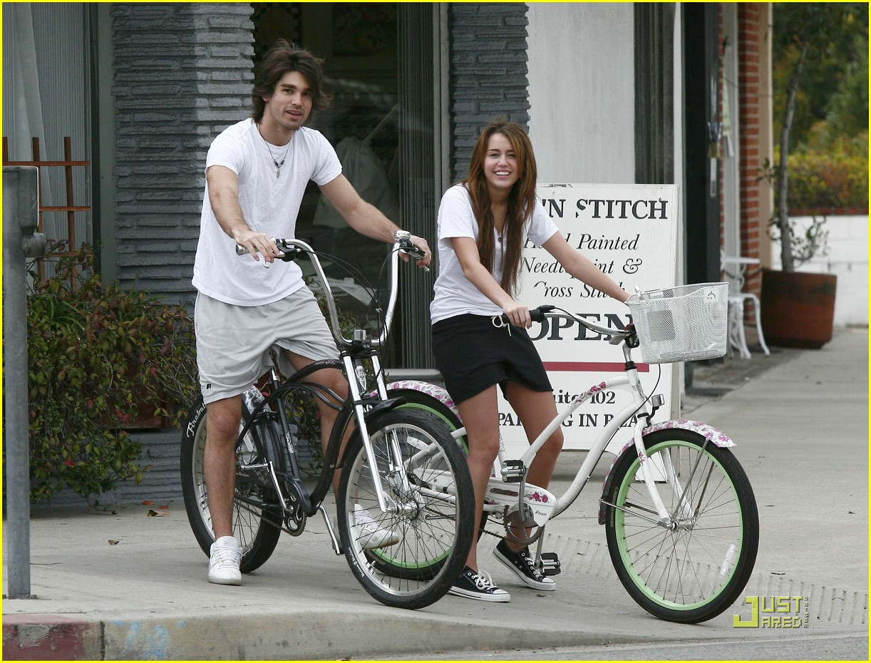 miley cyrus justin gaston bike ride 04