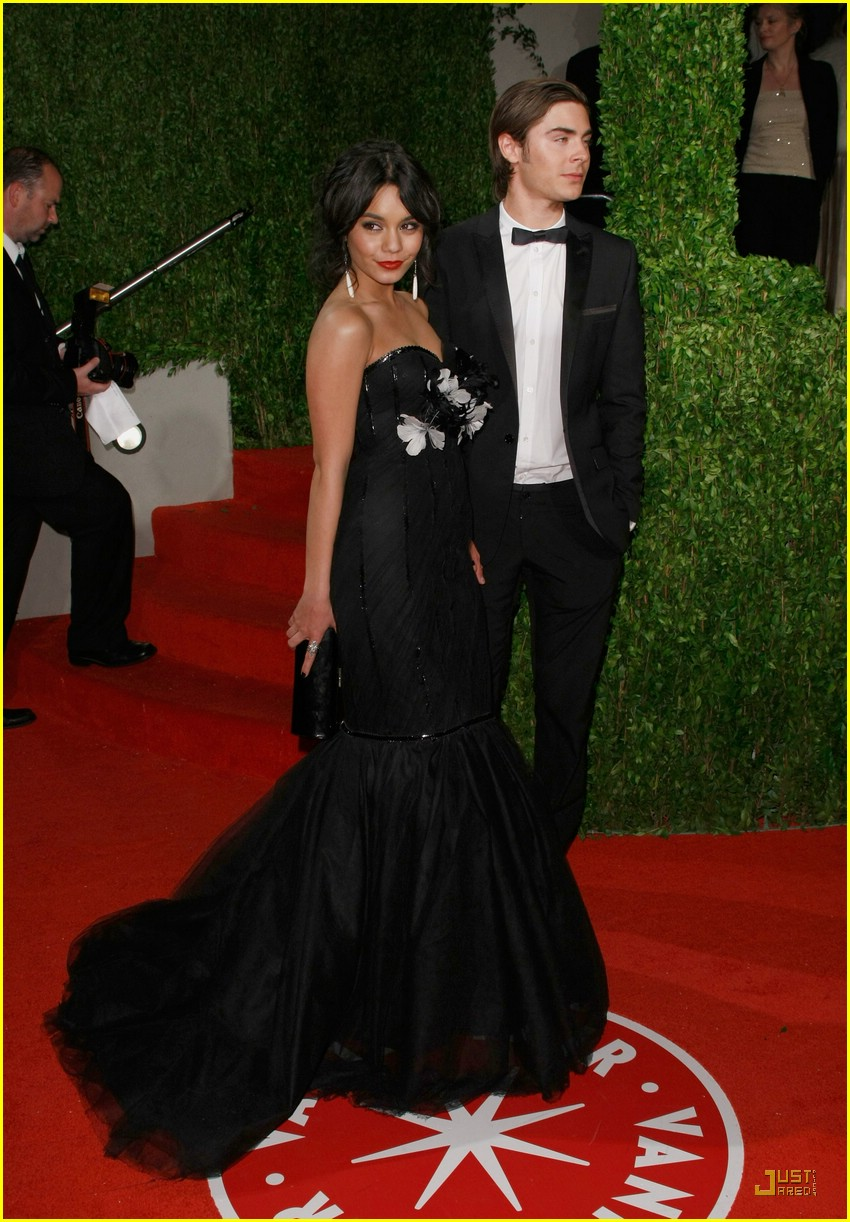 zac efron vanessa hudgens vanity fair party 01