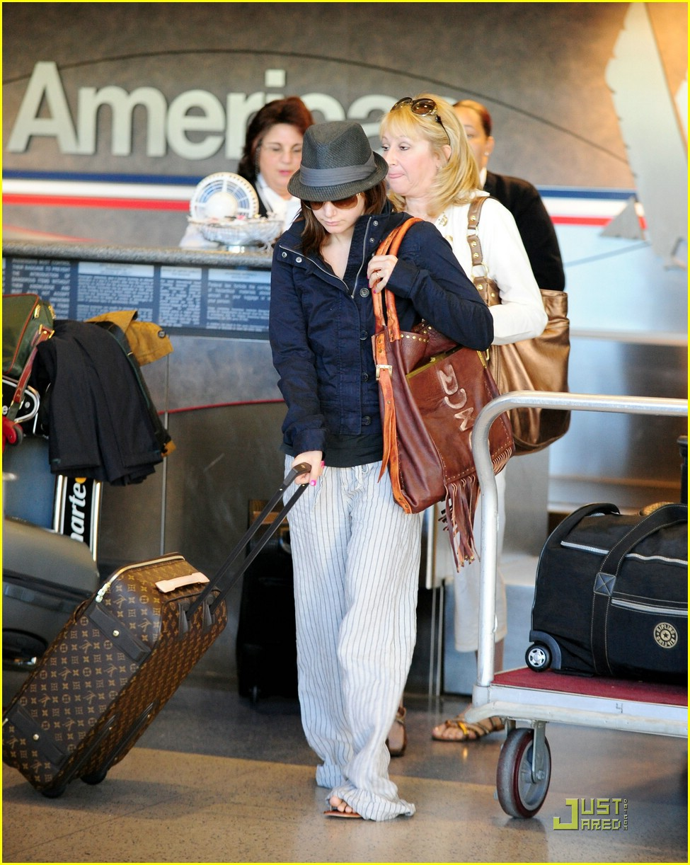 ashley tisdale leaving lax 07