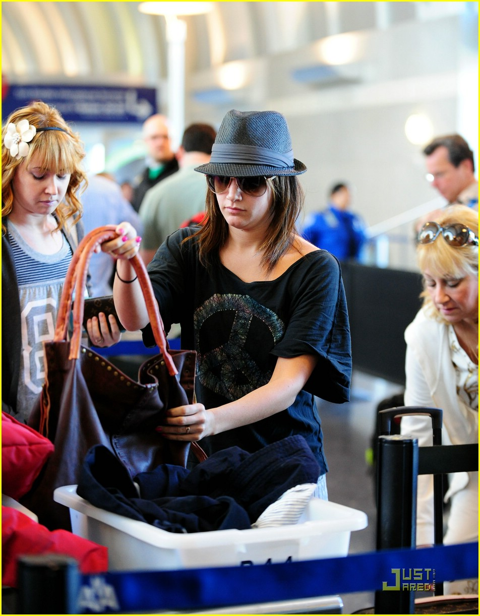 ashley tisdale leaving lax 08