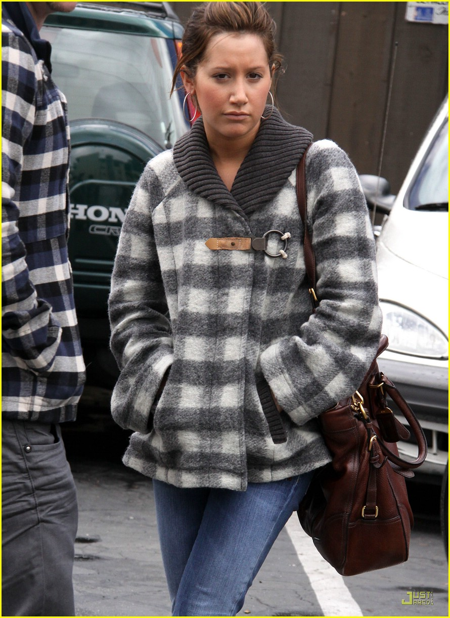 ashley tisdale mos diner 05