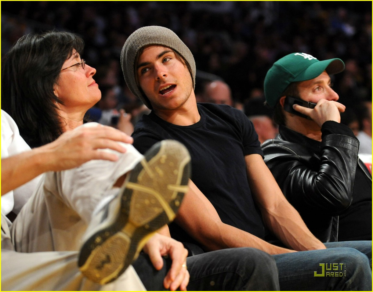 zac efron la lakers game 01