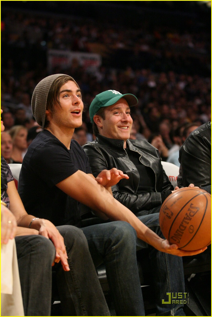zac efron la lakers game 02