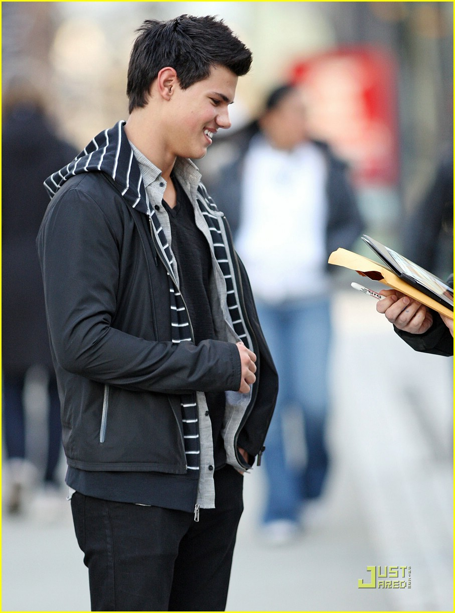 taylor lautner wolf pack lunch 11