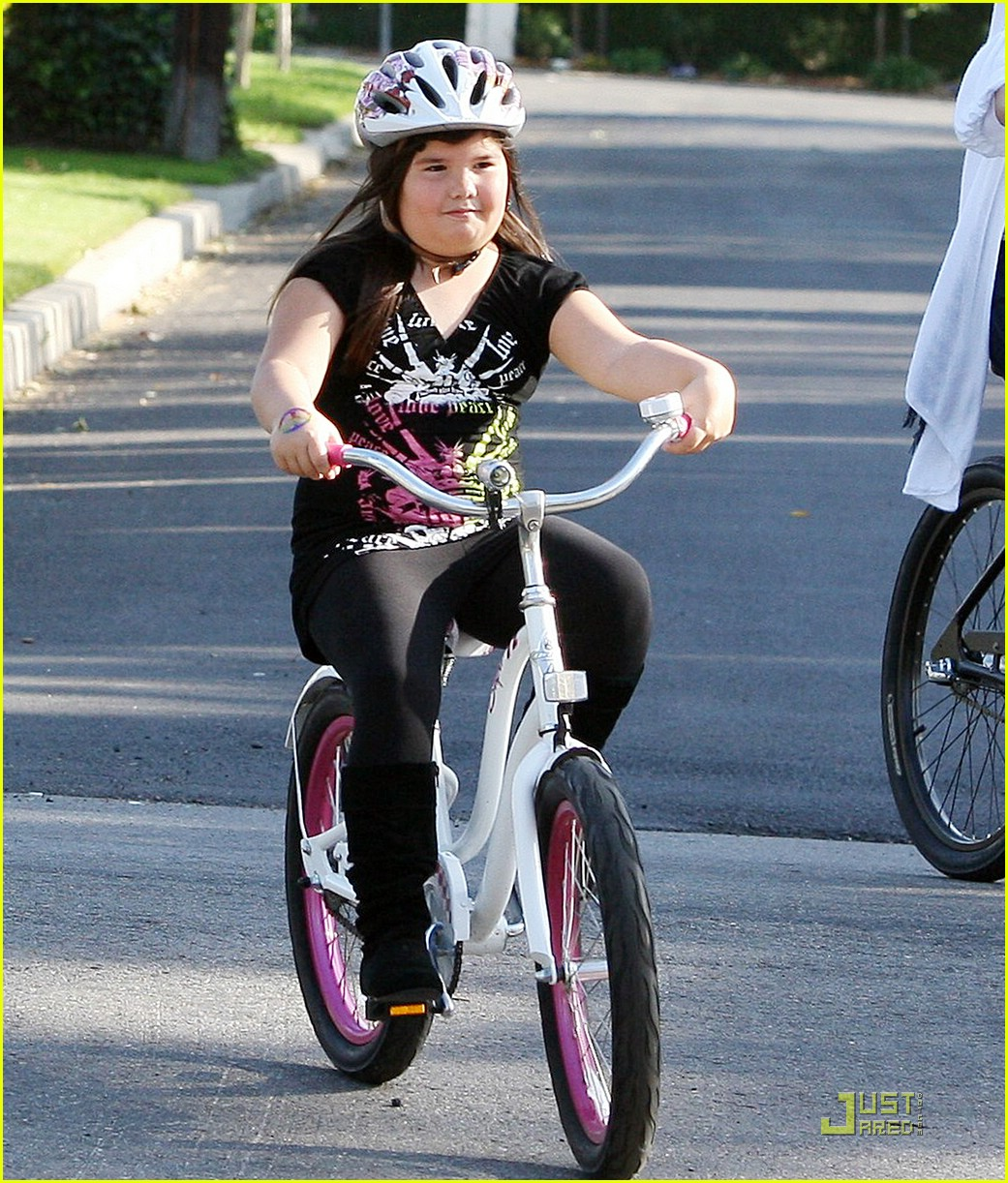demi lovato madison del algarza bike ride 01