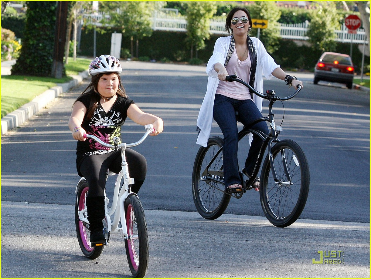 demi lovato madison del algarza bike ride 08
