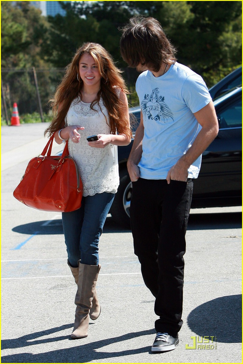 miley cyrus justin gaston studio cafe 12