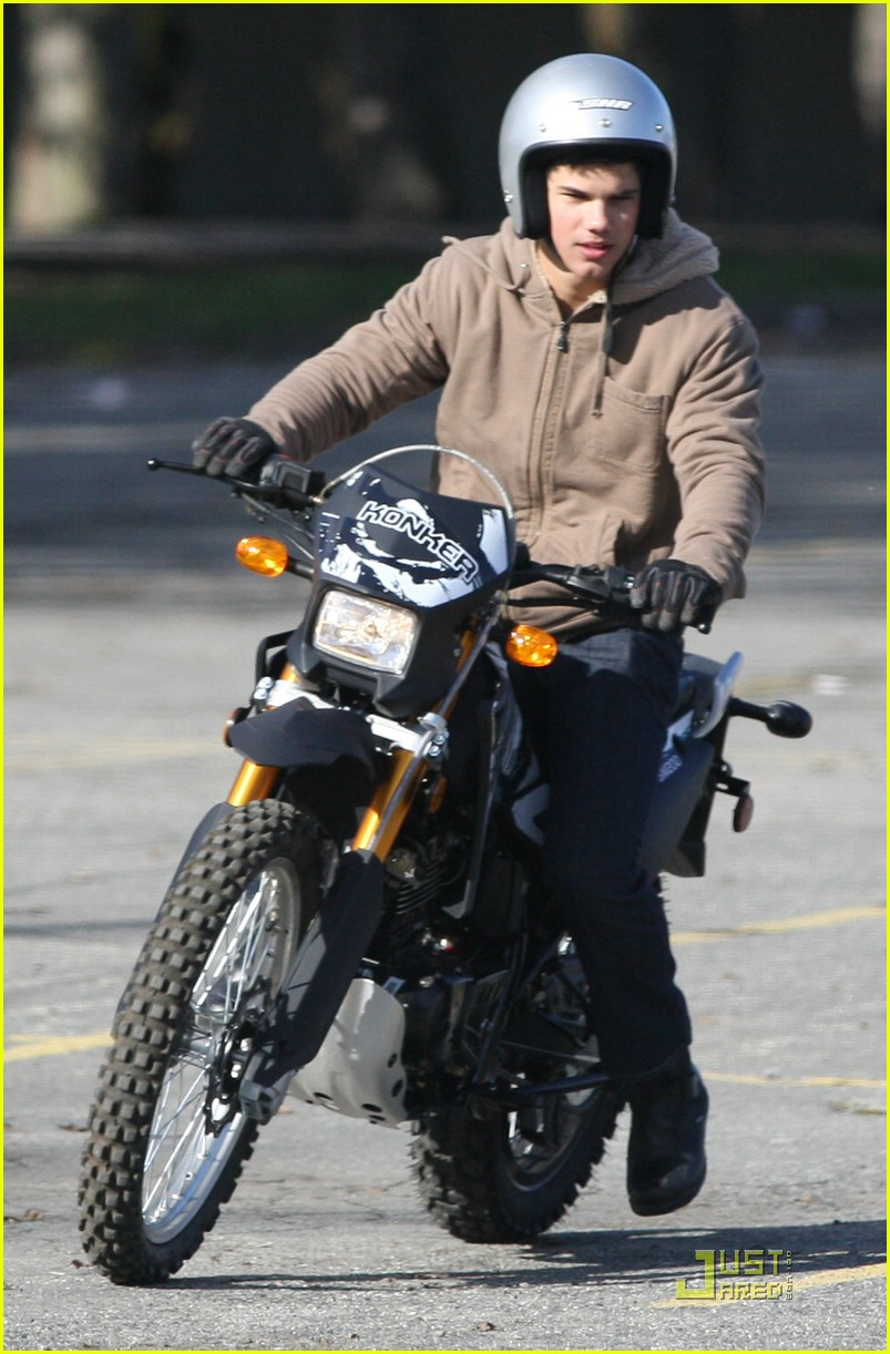 taylor lautner dirt bike 07