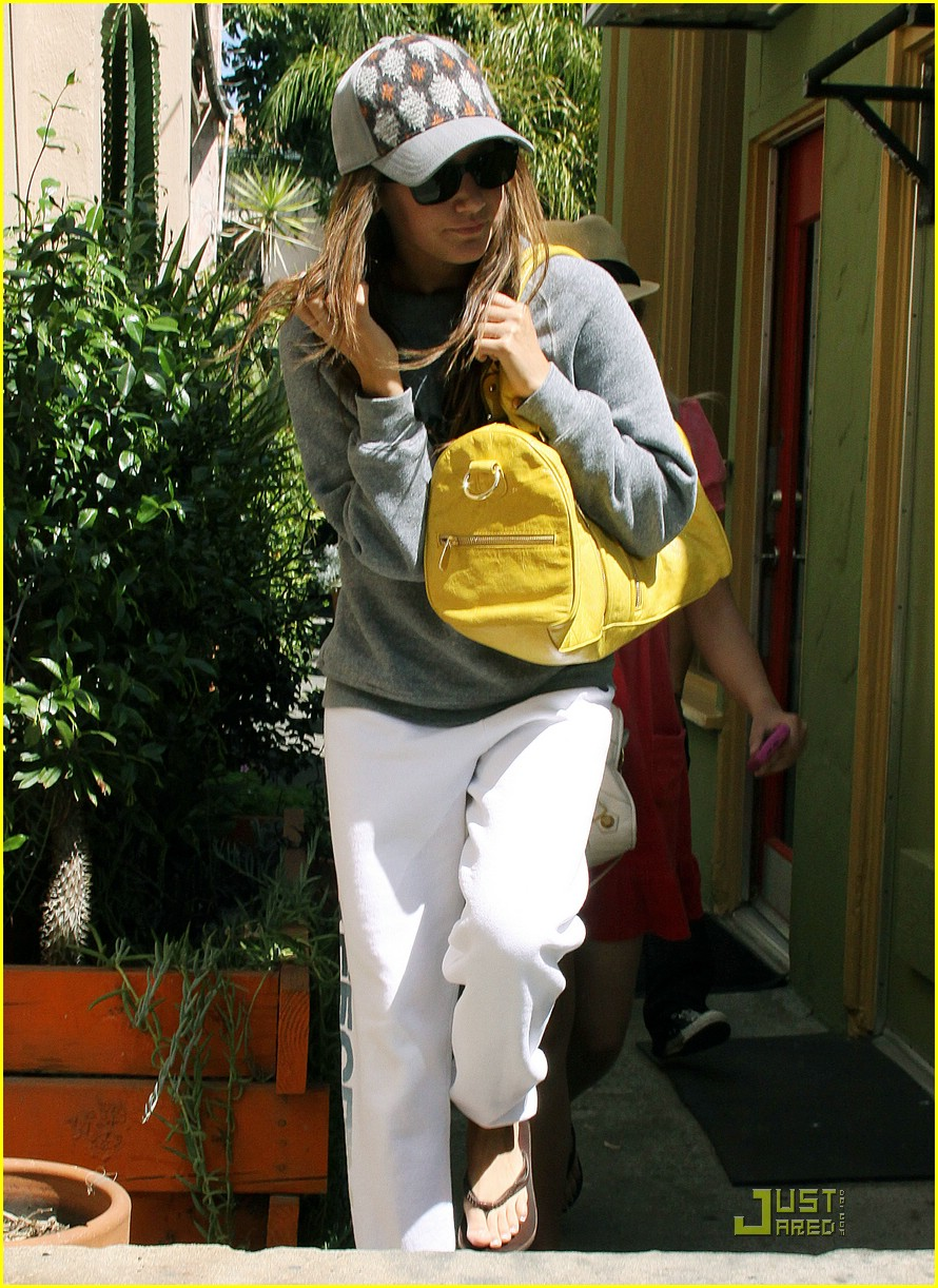 ashley tisdale vivians cafe 02