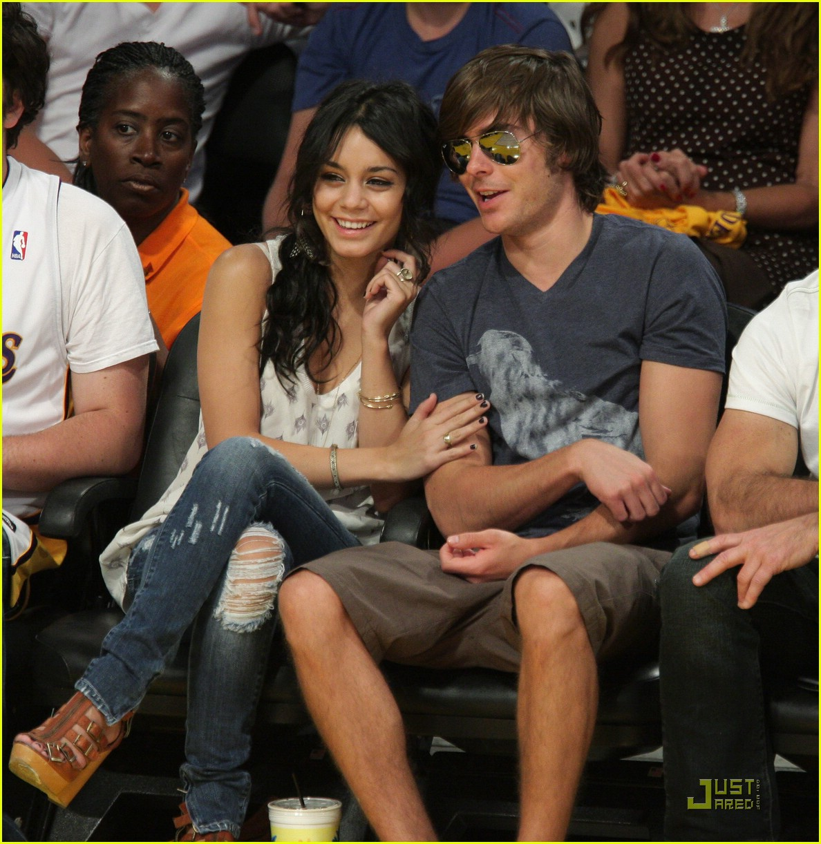 zac efron vanessa hudgens lakers 21