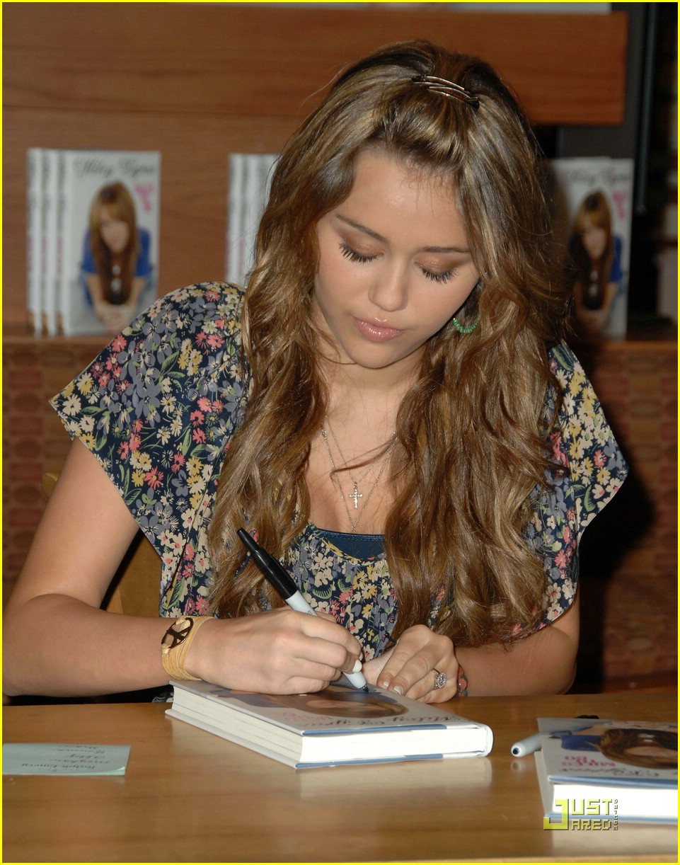 miley cyrus book signing nashville 03