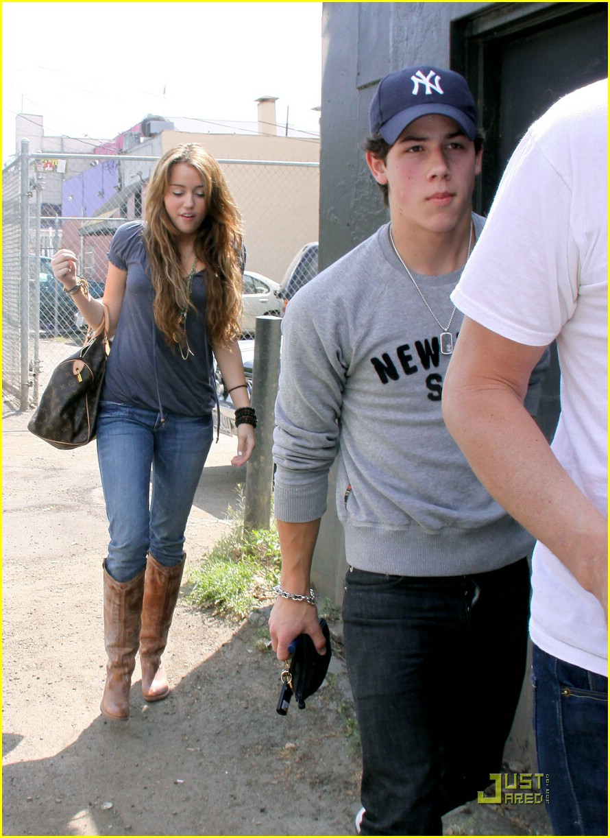 miley cyrus nick jonas village idiot04