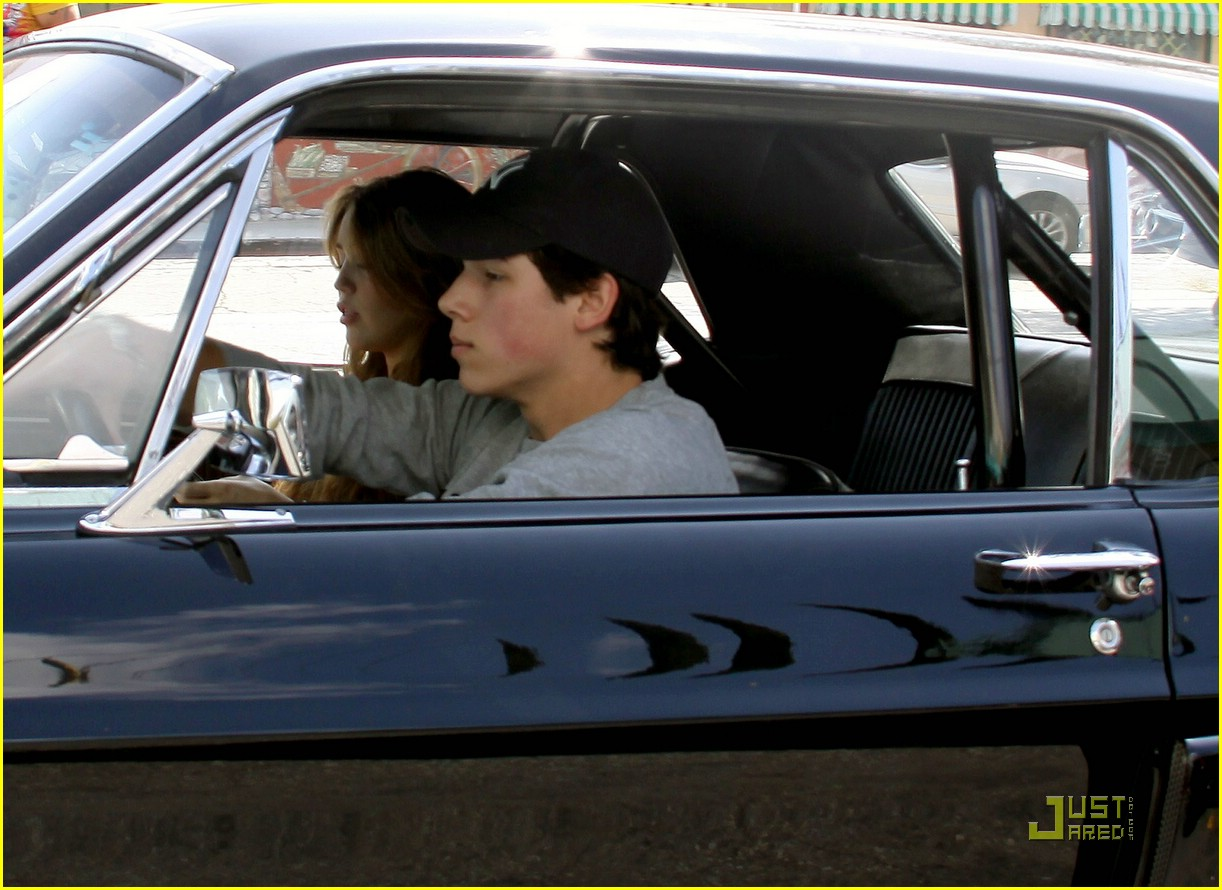 miley cyrus nick jonas village idiot07