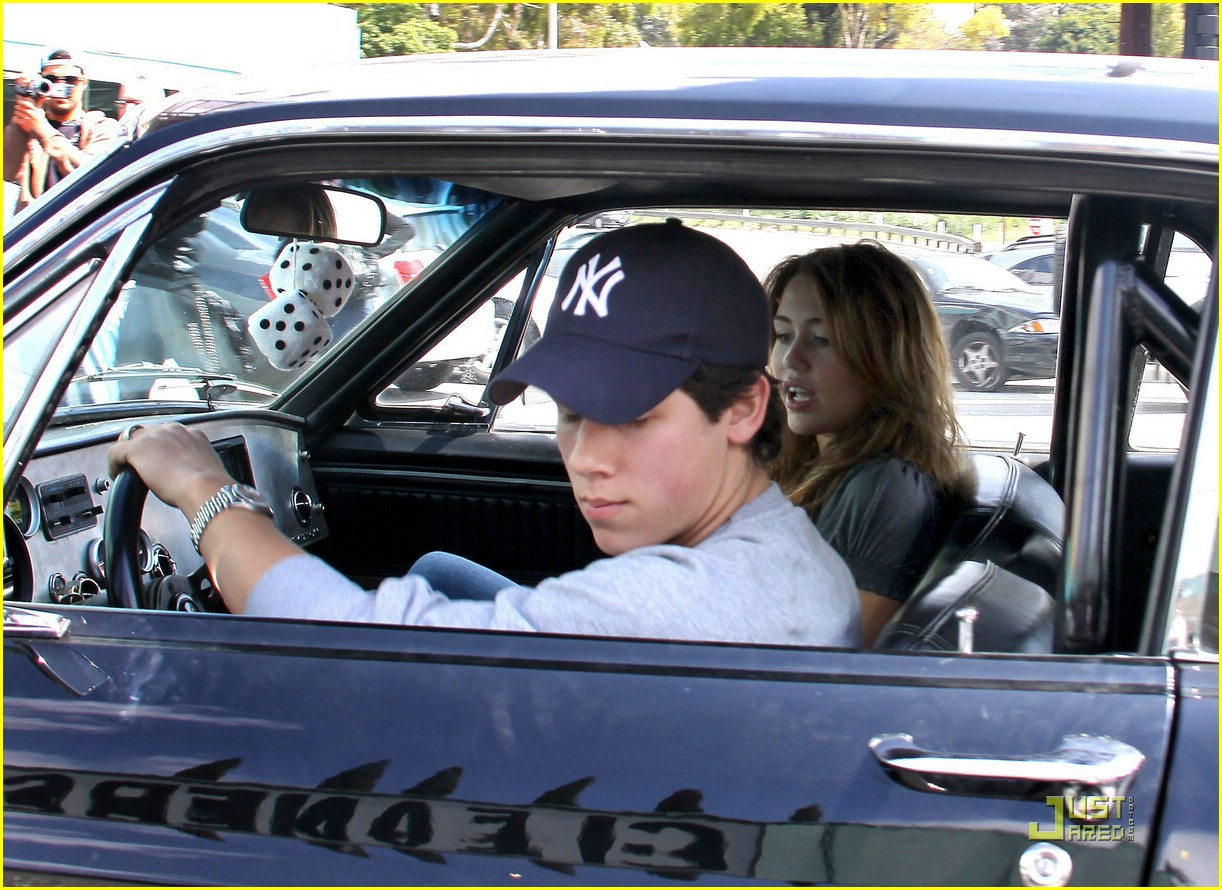 miley cyrus nick jonas village idiot22