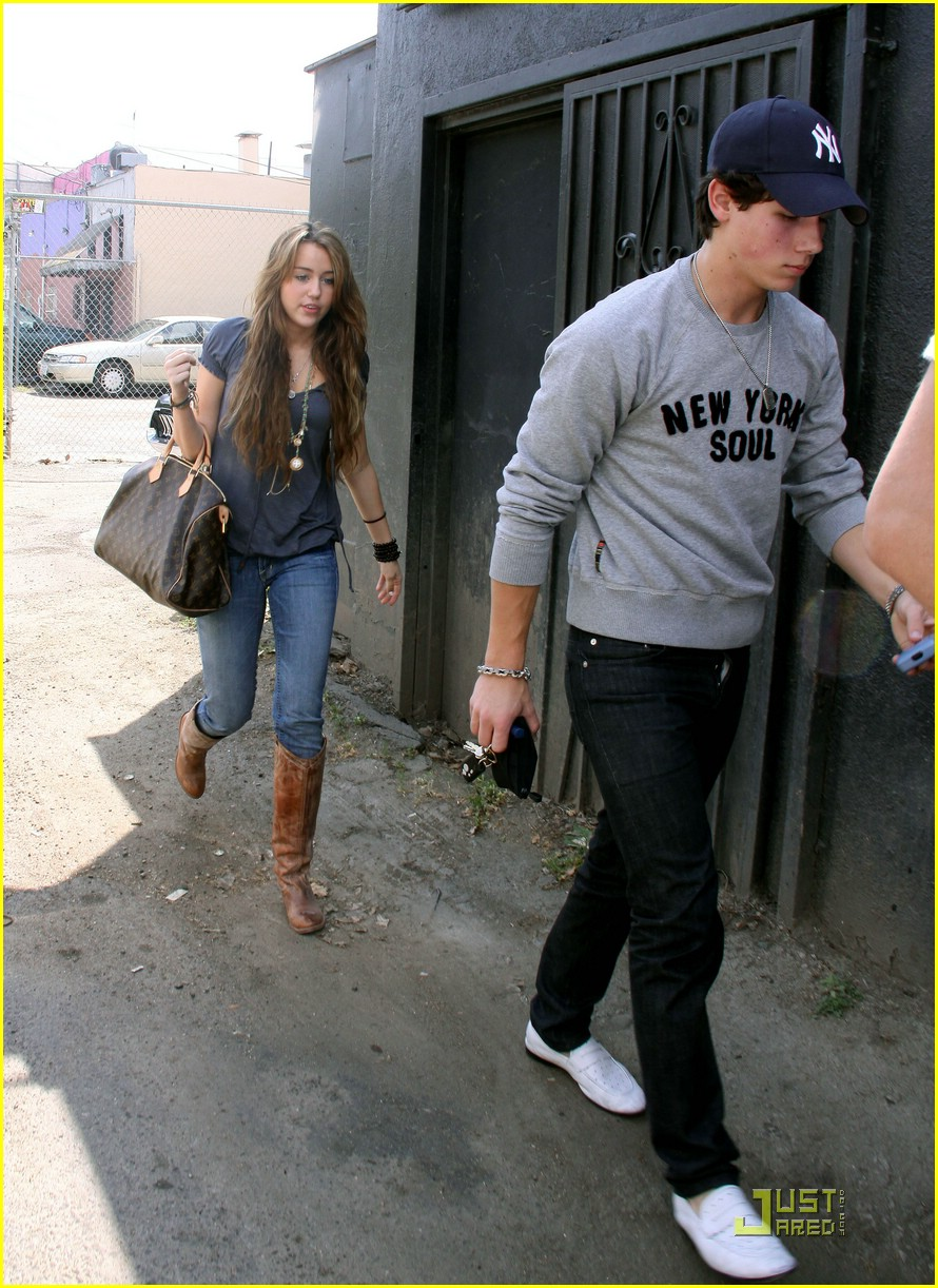 miley cyrus nick jonas village idiot25