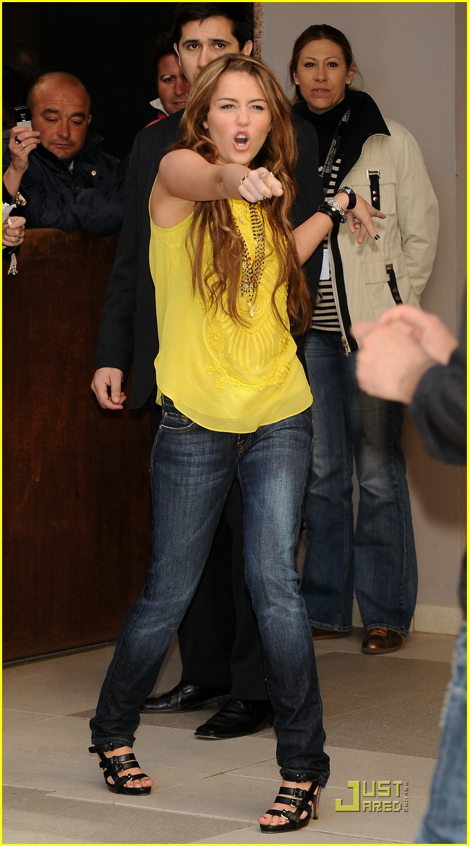 miley cyrus yummy yellow 01