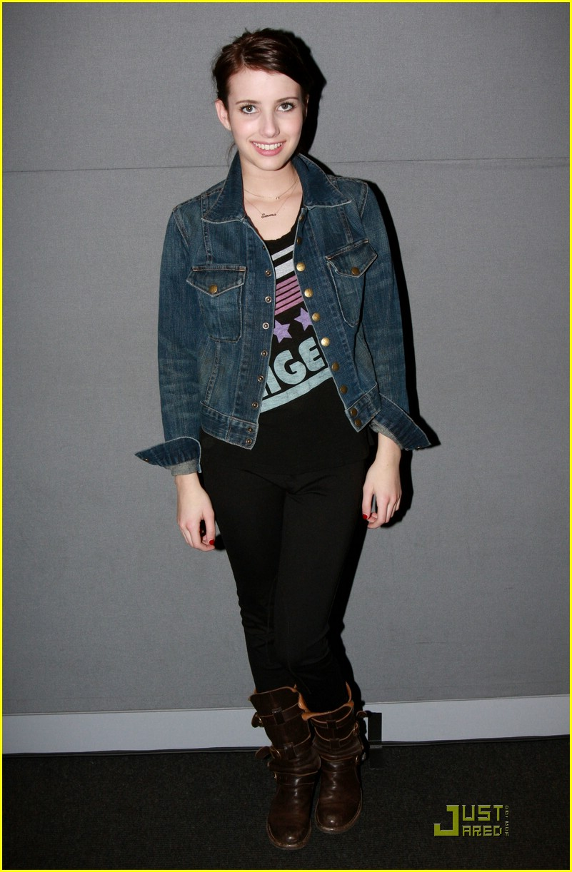 emma roberts apple store 21