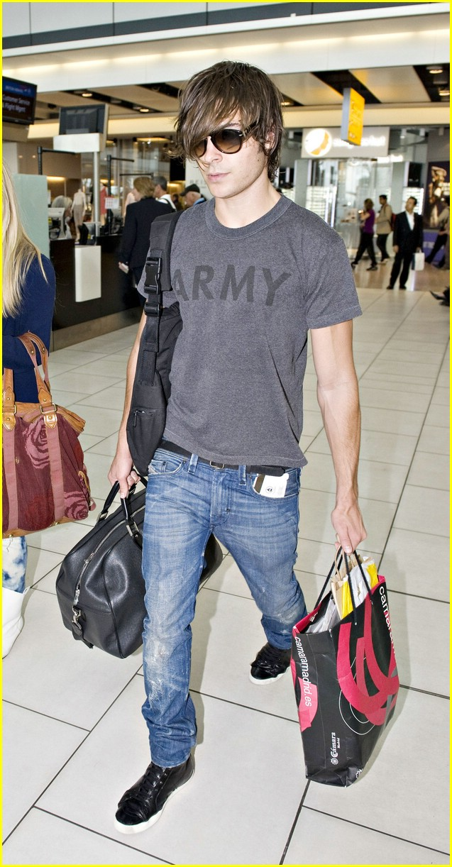 zac efron heathrow hunk 02