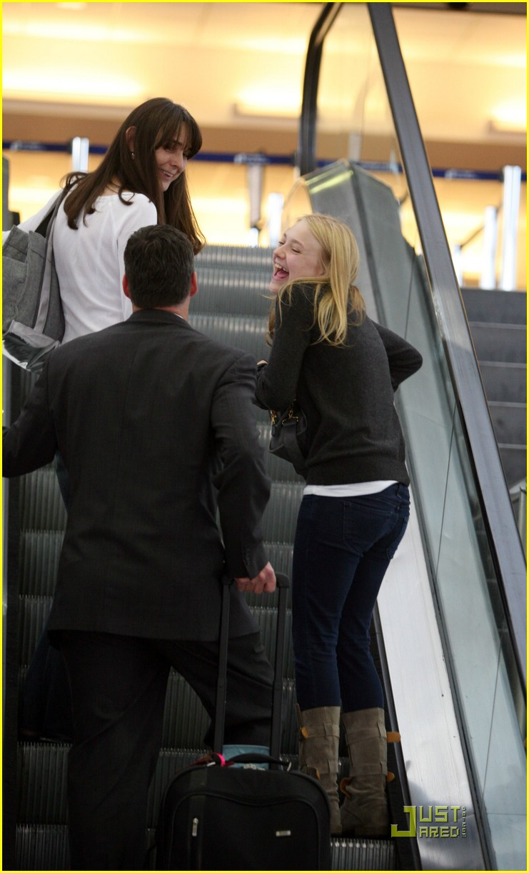 dakota fanning grey girl 07