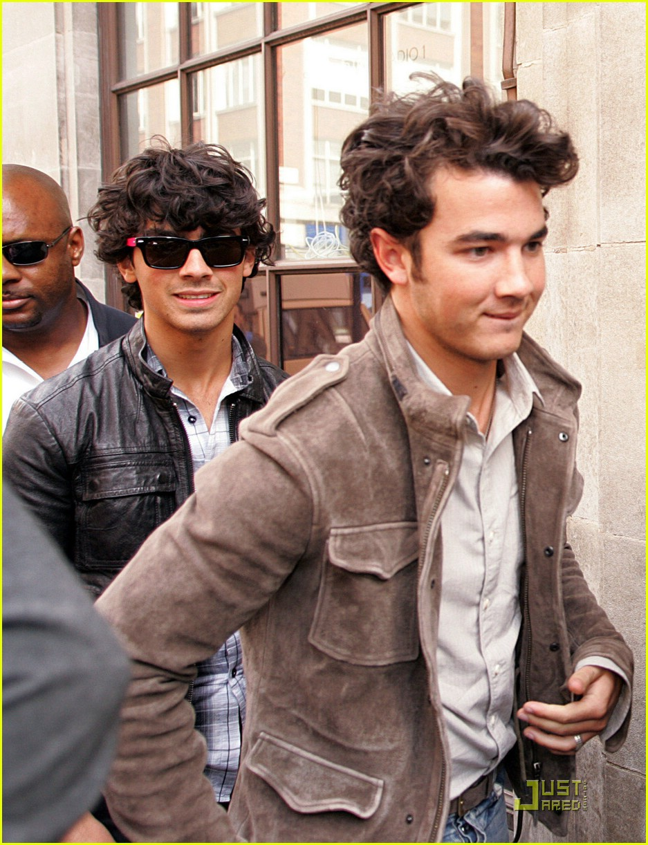jonas brothers radio one 30