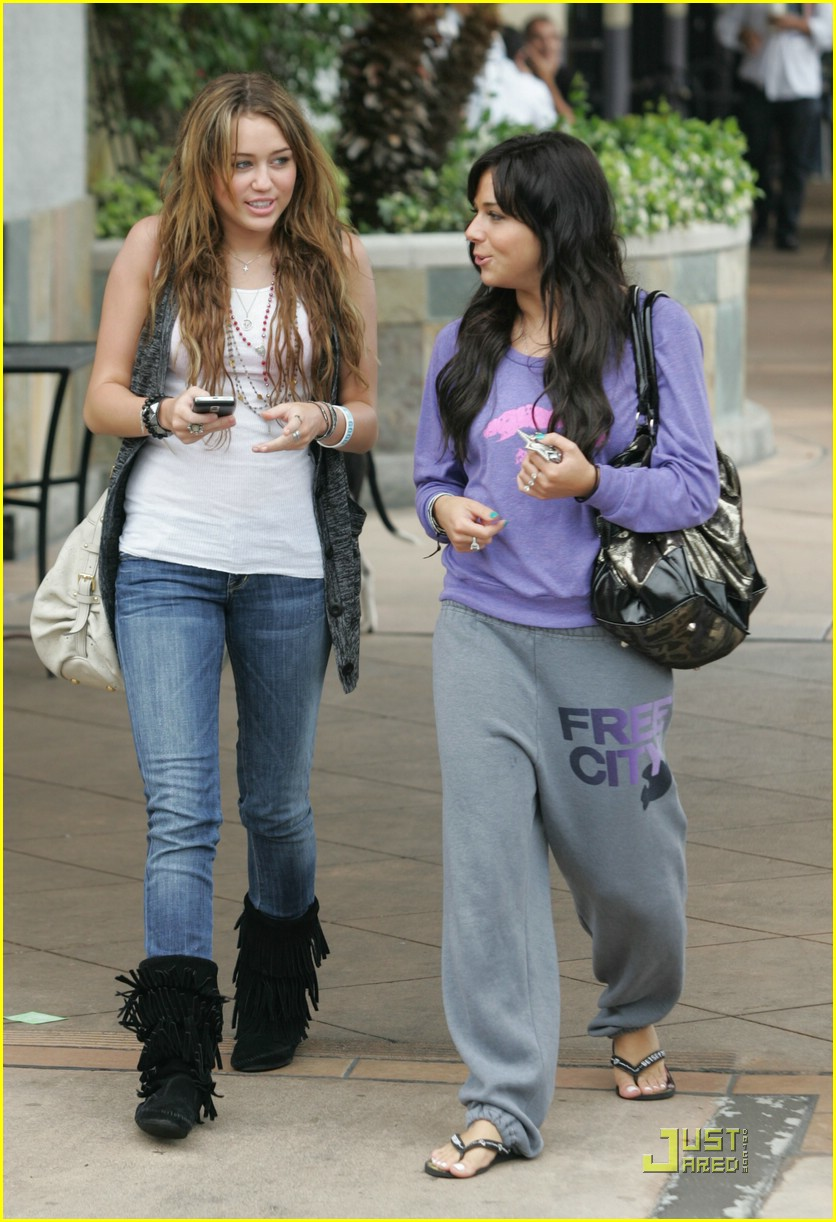 miley cyrus mandy jiroux lunch 06