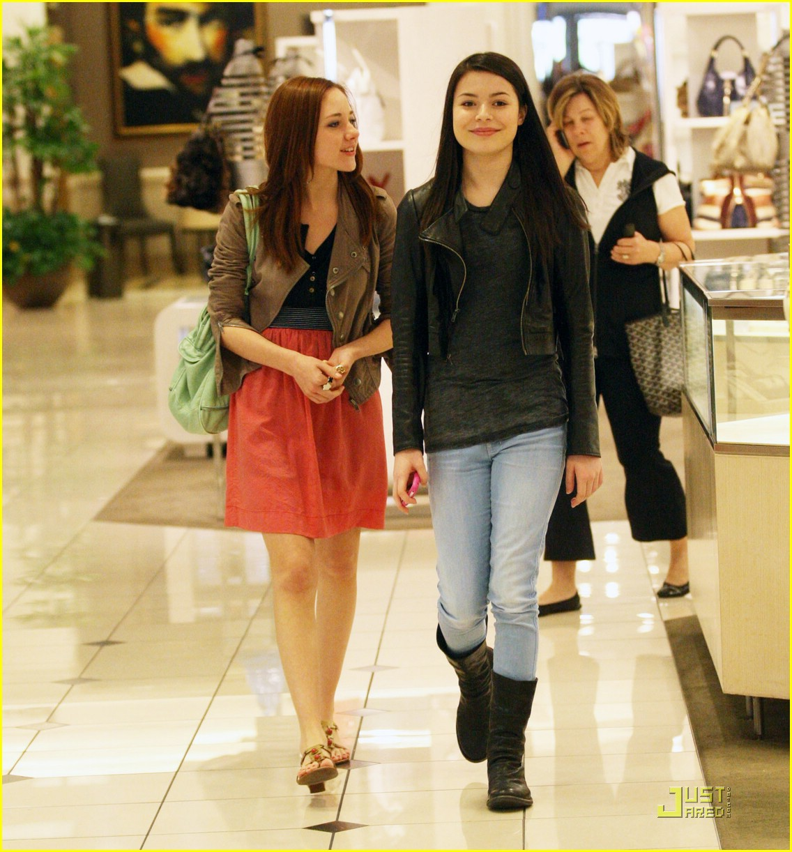 miranda cosgrove grove girl 01