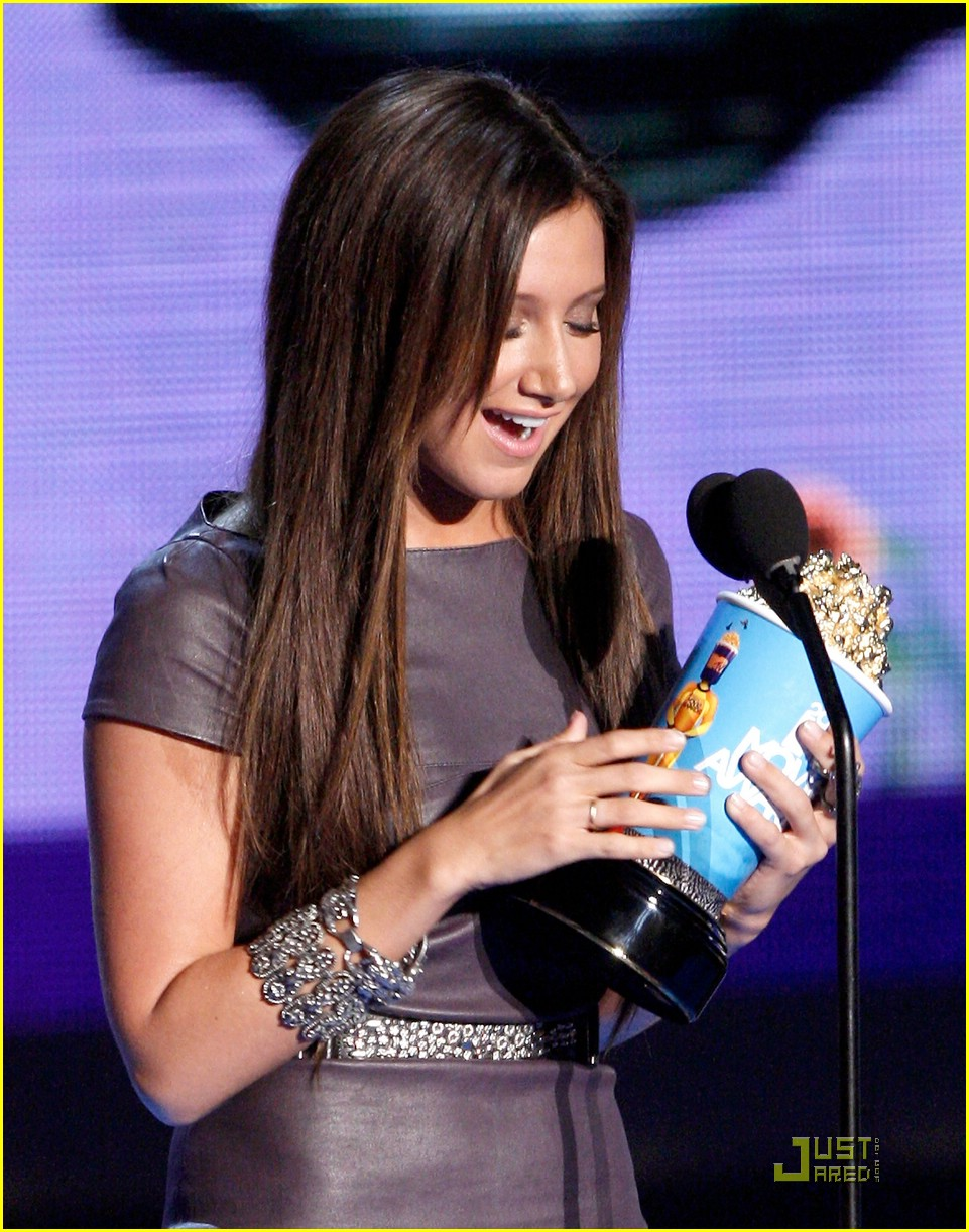 ashley tisdale mtv movie awards 02