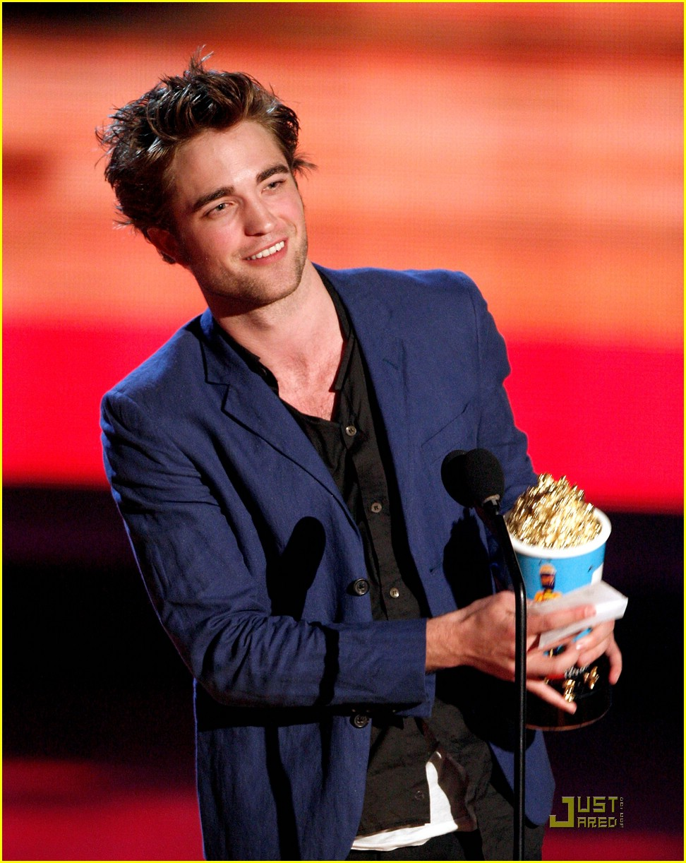 robert pattinson mtv movie awards 02