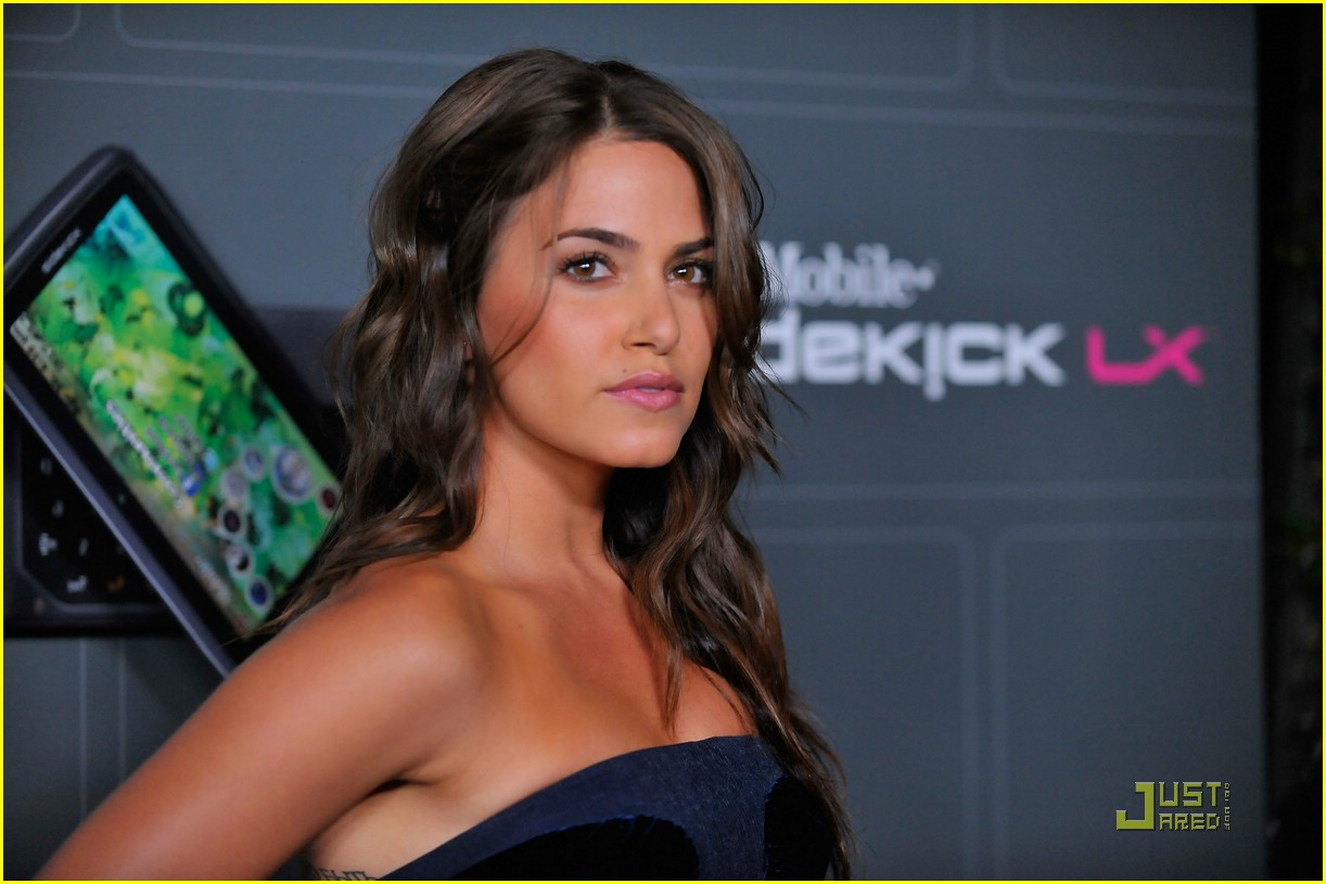 nikki reed t mobile 07