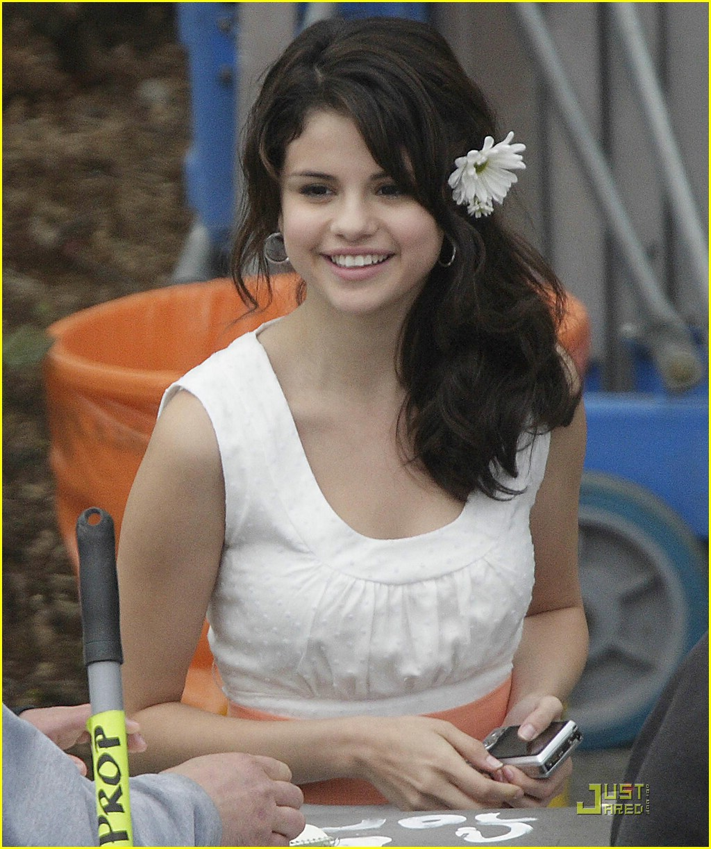 selena gomez white dress 09
