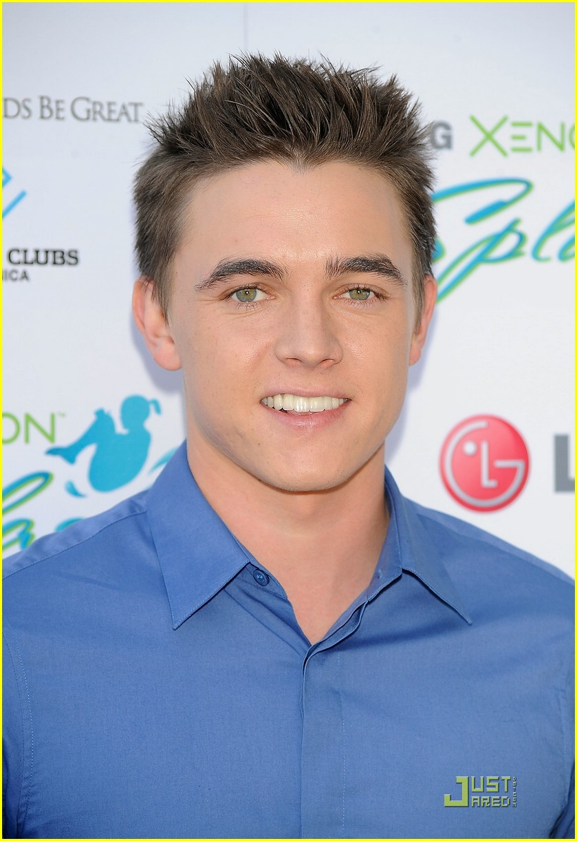 jesse mccartney makes splash 01