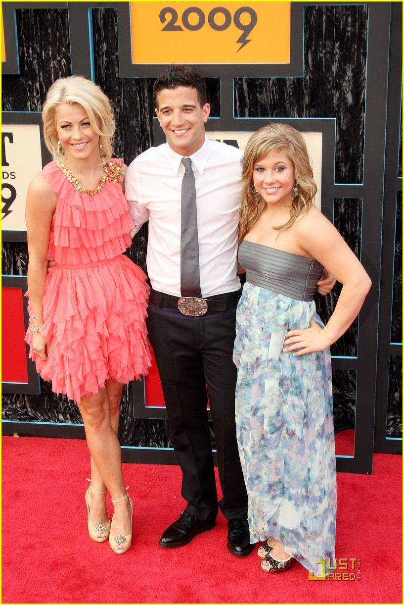 julianne hough cmt music awards 14