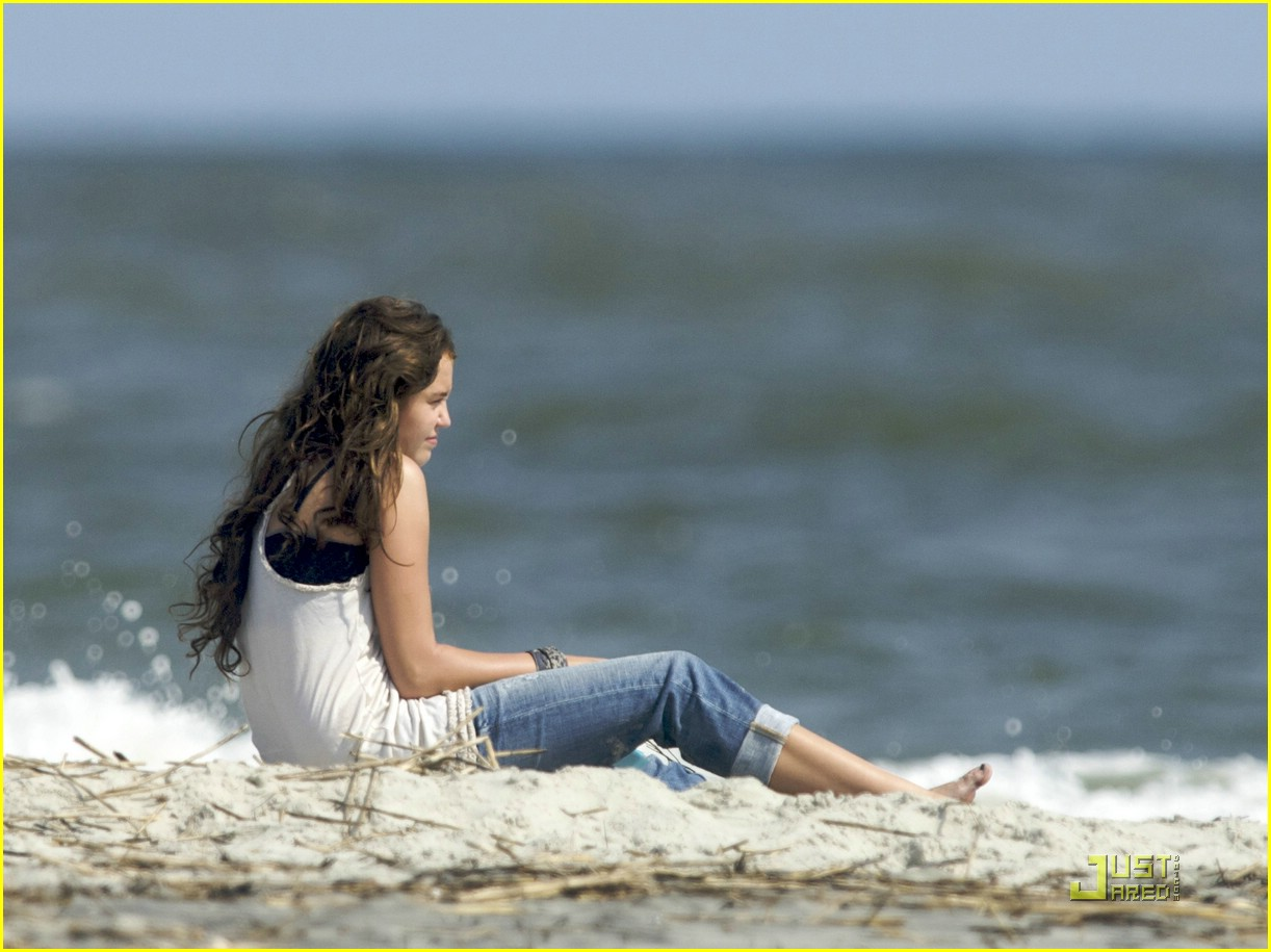 miley cyrus beach beauty 06