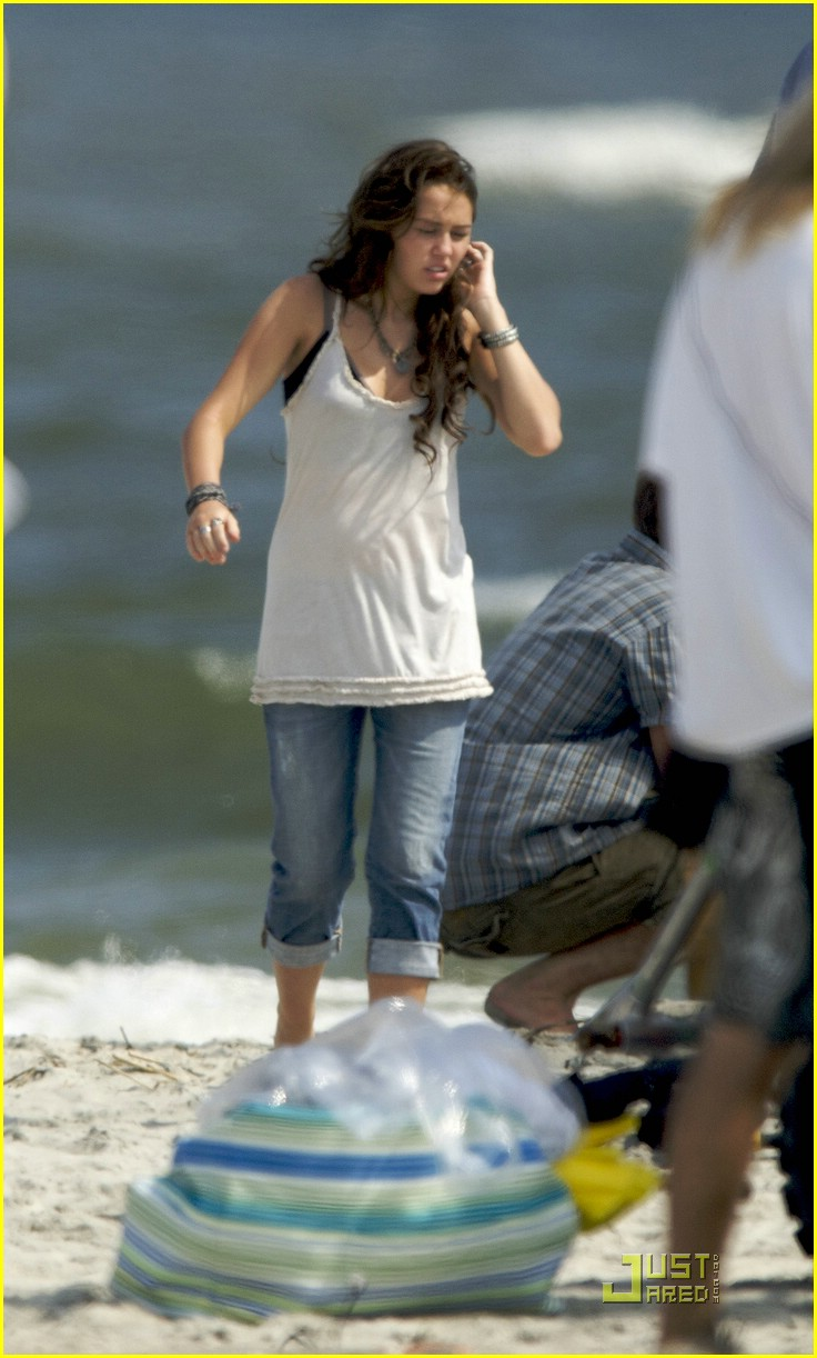 miley cyrus beach beauty 10