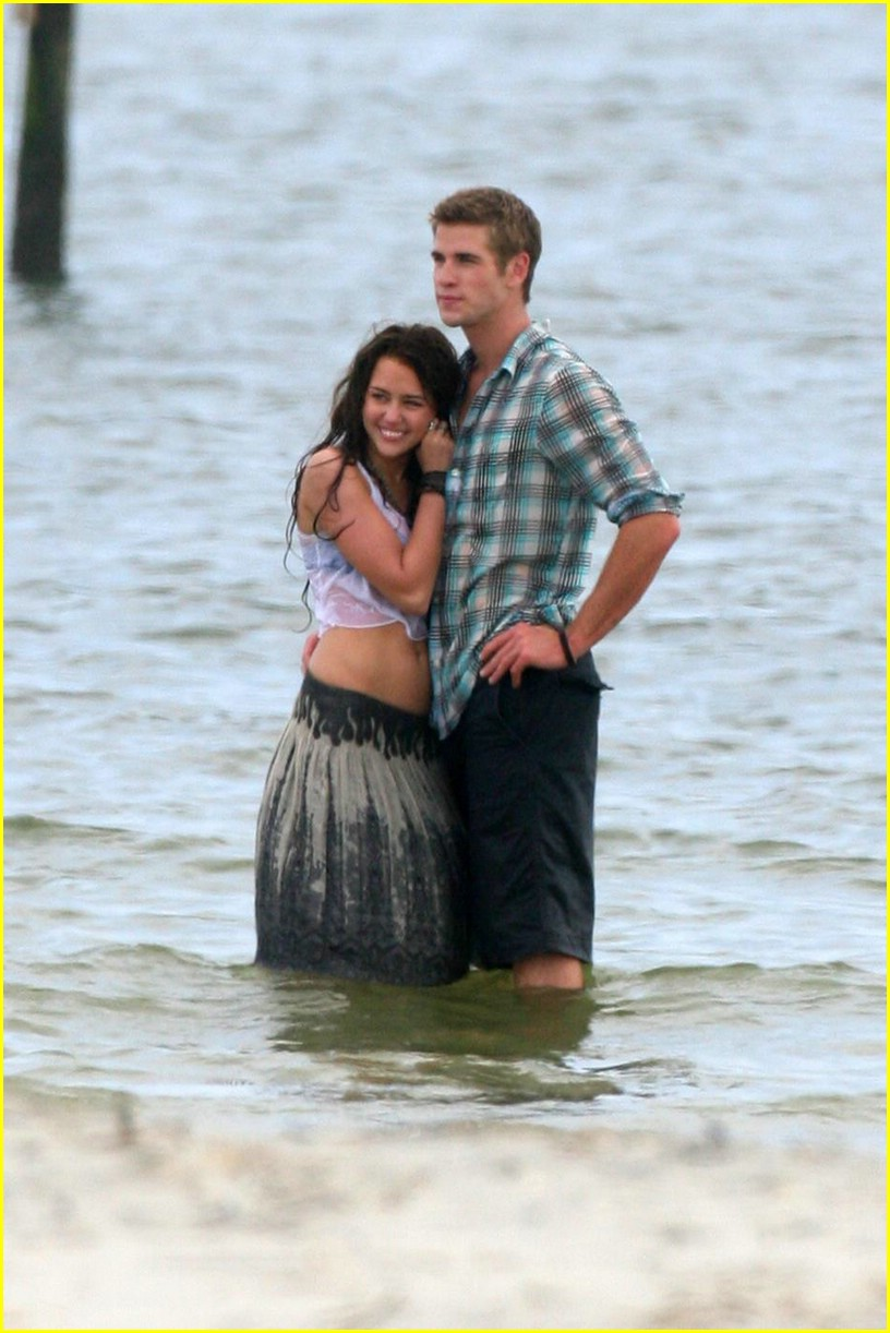 miley cyrus liam hemswroth kiss 05