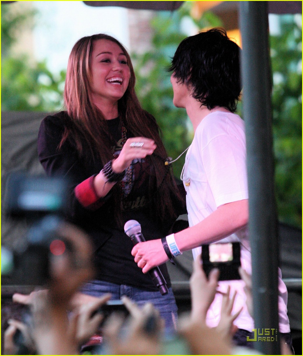 miley cyrus mitchel musso the grove 14