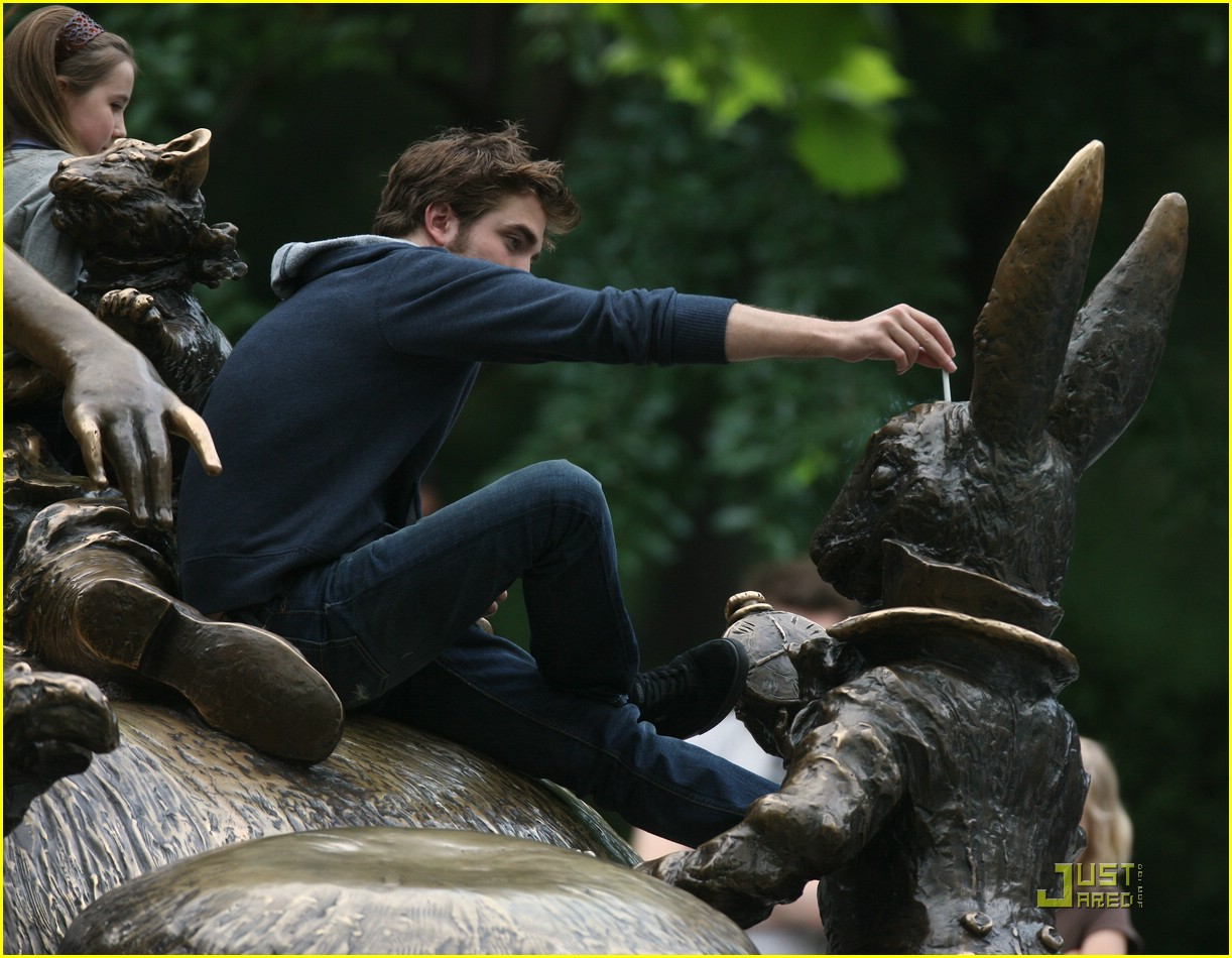 robert pattinson alice wonderland late 01