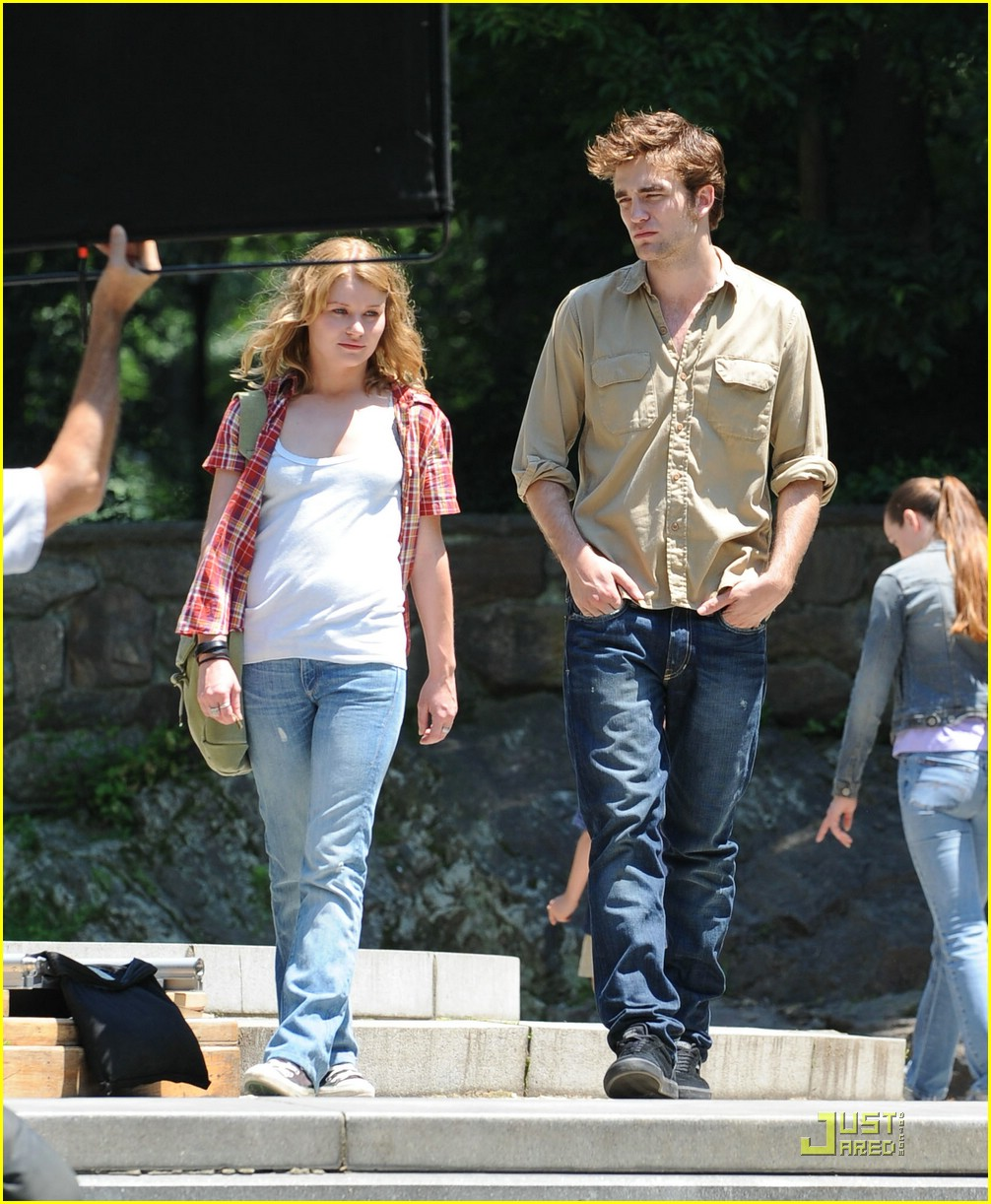robert pattinson emilie de ravin stroll central park 05