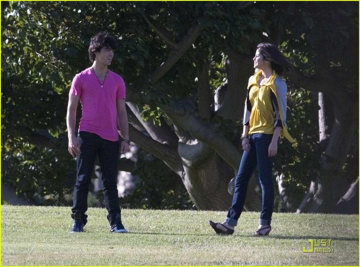 selena gomez nick jonas wiffle ball 09