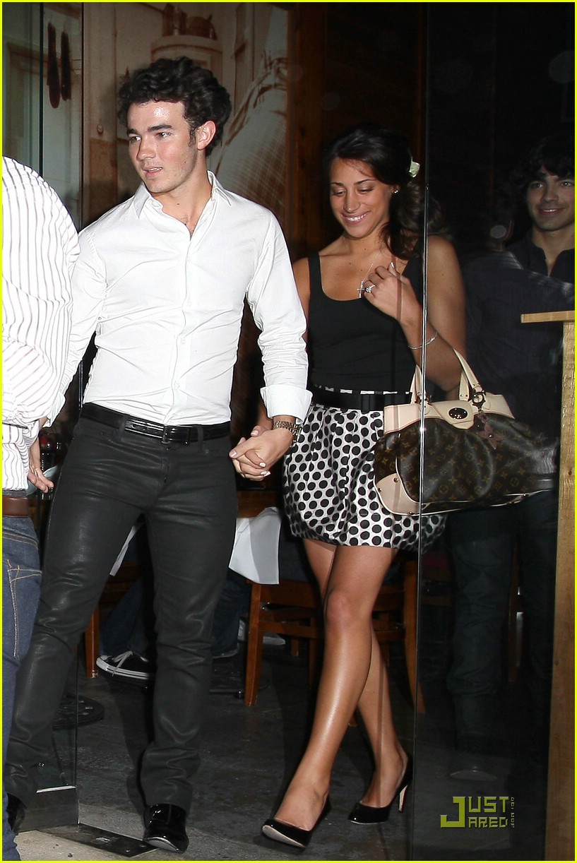 kevin jonas engagement party danielle deleasa 06