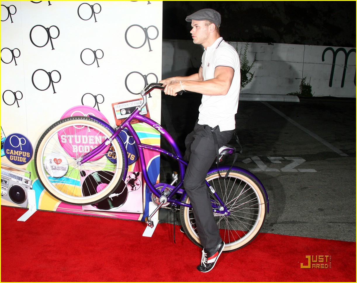 kellan lutz pop wheely 01