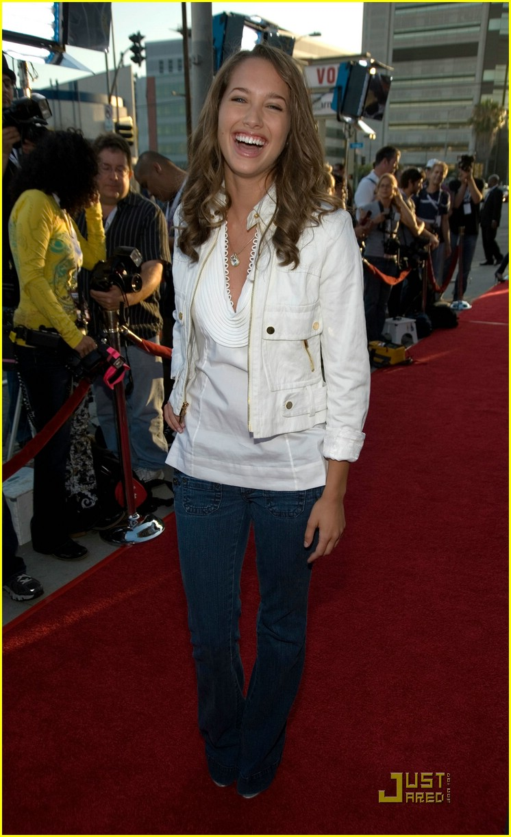 maiara walsh paper heart premiere 04
