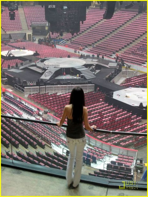 tiffany giardina jonas brothers izod center 12