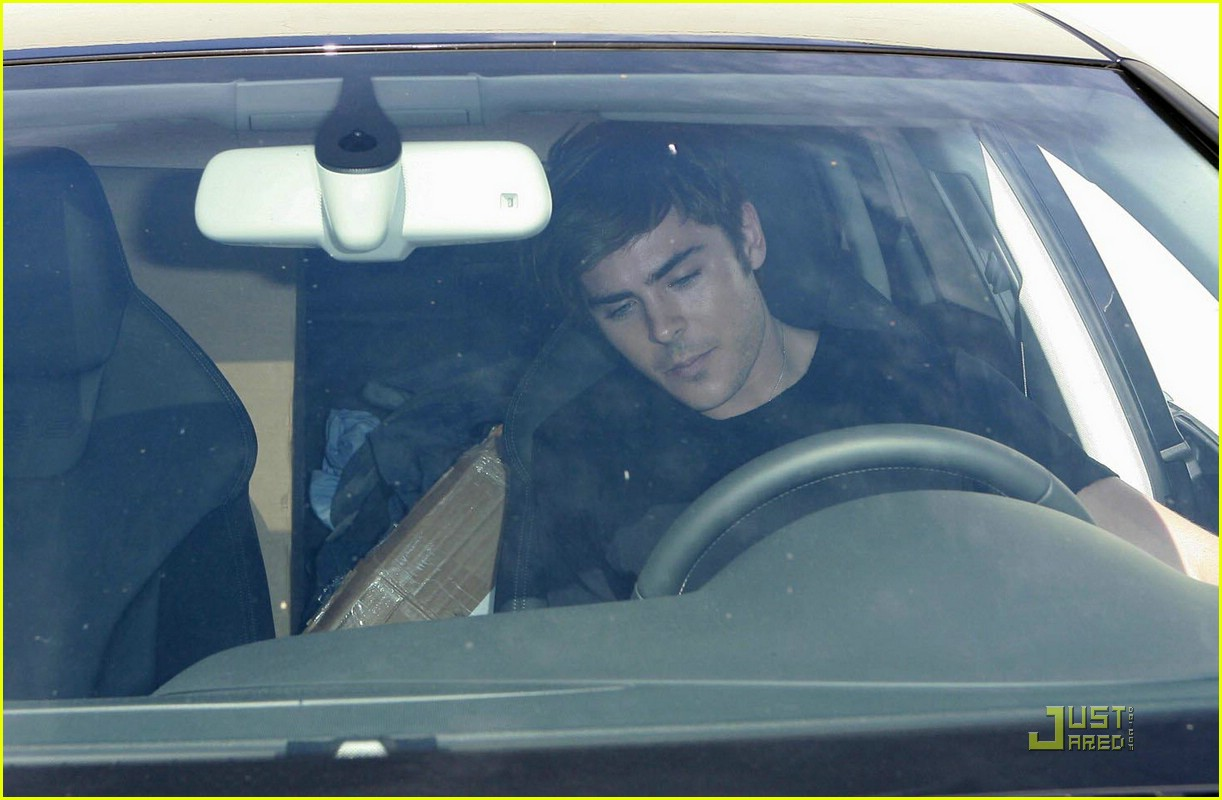 zac efron gas station 03
