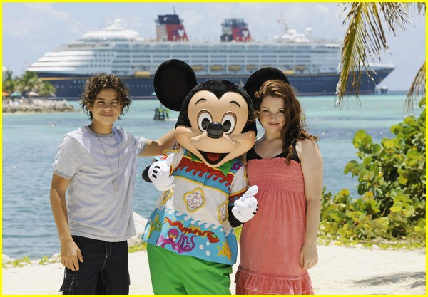 jennifer stone kiss mickey mouse 01